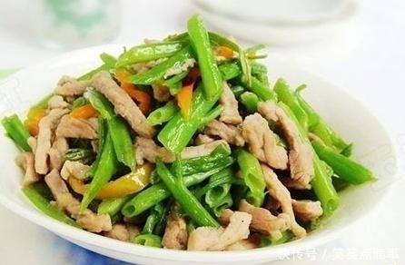 、蒜苔炒腊肉、辣酱炒饭、辣椒腐竹炒肉片/